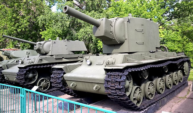 kv-2-central-armed-forces-museum-moscow.
